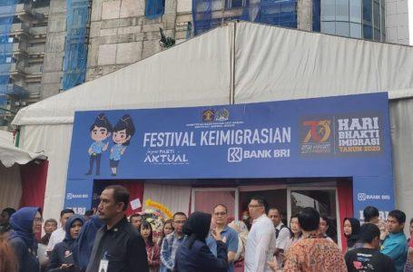 Video Festival Keimigrasian, Warga Serbu Perpanjangan Paspor di Gedung BRI